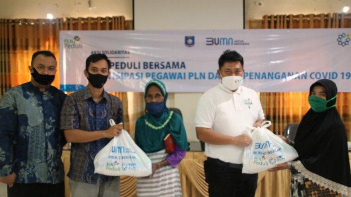 Bantu Warga Terdampak Covid-19, PLN Bagikan 300 Paket Sembako