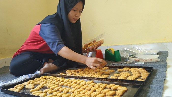 Kue Kering Produksi Rumahan untuk Lebaran Mulai Banyak Pesanan
