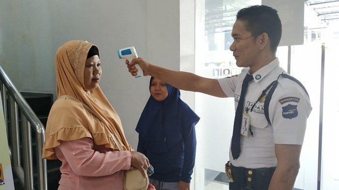 Antisipasi Virus Corona, Bank Mandiri Cabang Tanjungpandan Periksa Suhu Tubuh Nasabah
