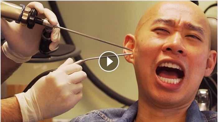 Periksa Telinga Anda, Lihat Video Orang Ini Mengerikan!