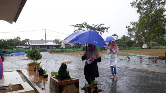 Hujan, Bikin Partisipasi Pemilih TPS 4 Lalang Jaya Turun