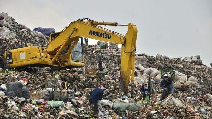 Kisah Pemulung di Bantargebang, Pernah Temukan Dollar Hingga Emas di Tumpukan Sampah