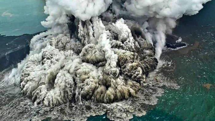 Kisah Letusan Dahsyat Gunung Krakatau Tahun 1883 : Warga Menyambutnya dengan Perayaan