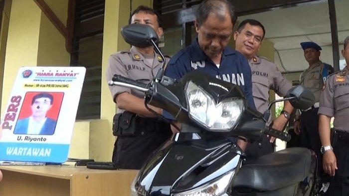 Ngaku Wartawan dan LSM, Pria Ini Gondol Sepeda Motor Jemaah Masjid