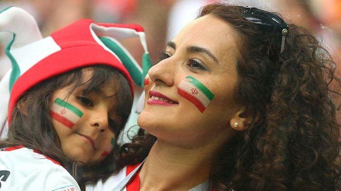 Kehadiran Fans Wanita Iran Memberi Warna Sendiri, Berikut 100 Foto Hot Wanita Pendukung Timnas