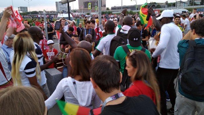 Polandia Kalah dari Senegal, Tapi Fans Kedua Tim Kompak Joget Waka Waka