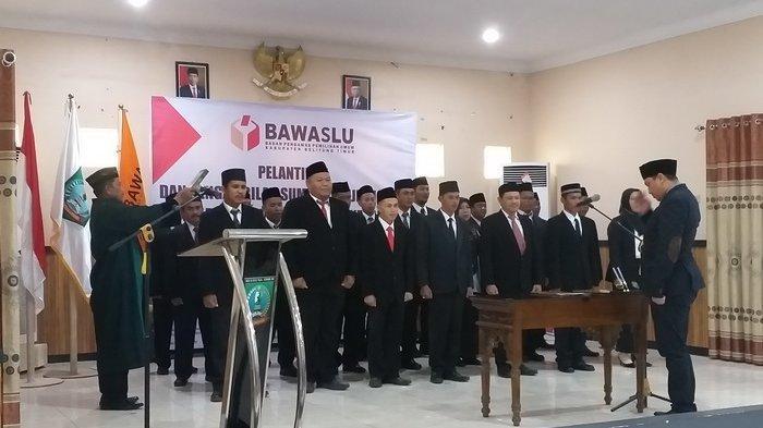 21 Anggota Panwascam Belitung Timur Resmi Dilantik