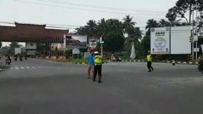 Mabuk Arak, Pengendara Motor Serang Polantas Polda Bangka Belitung, Simak Ini Videonya