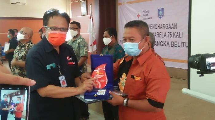 13 Pendonor Terima Penghargaan Donor Darah Sukarela, PMI Bangka Belitung Serahkan 1 Gram Emas Antam