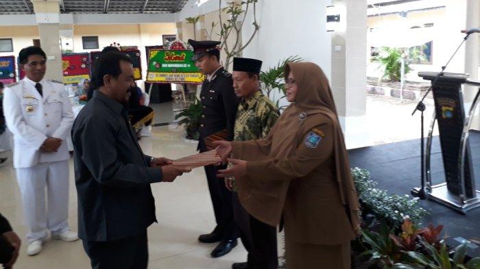 Komit Didik Siswa Taat Lalu Lintas, Kepala SMAN 1 Manggar  Dapat Penghargaan dari Polres Beltim