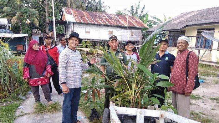 Danramil bersama Camat Manggar Hijaukan Pulau Buku Limau dengan Penanaman Pohon Buah-Buahan