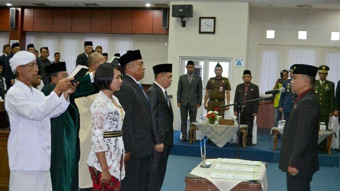 Taufik Rizani Lantik 2 PAW dan Satu Pimpinan DPRD Belitung