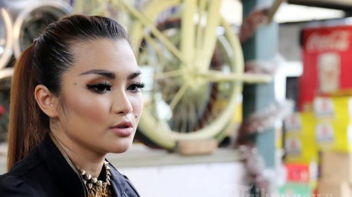 BIODATA Fitri Carlina, Penyanyi Dangdut yang Populer Bawakan Lagu ABG Tua