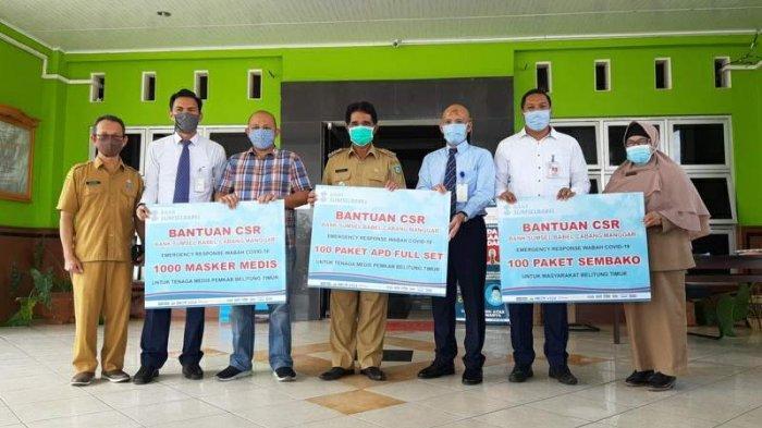 Bank SumselBabel Serahkan APD, Sembako dan Masker Medis untuk Belitung Timur - penyerahan-bantuan-csr.jpg