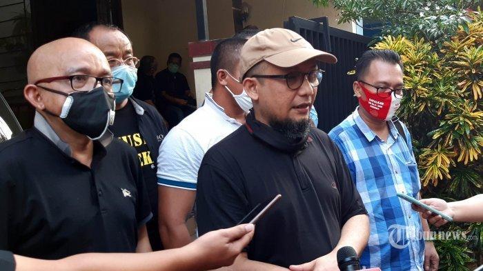 Feri Amsari Tuding Istana Lari dari Tanggung Jawab Terkait Jokowi Tak Bisa Intervensi Kasus Novel