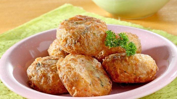 Perkedel Kentang Rebon menu pelengkap makan siang yang menggoda banget.