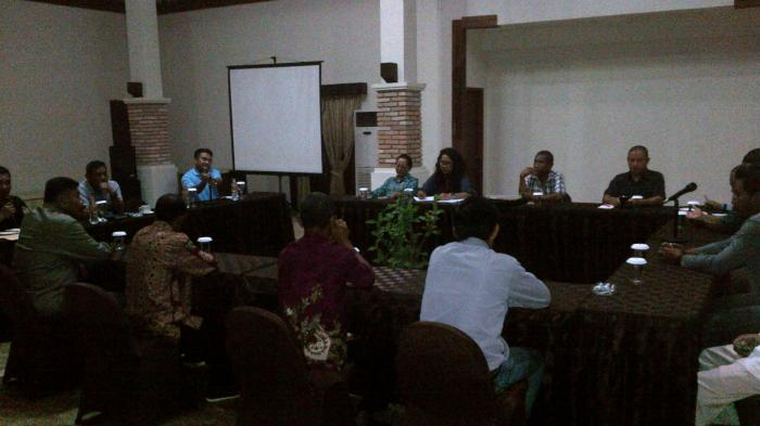 Bupati Belitung Hadiri Pertemuan Bahas Masalah PT Ranati dan Pedagang Pantai Bilik