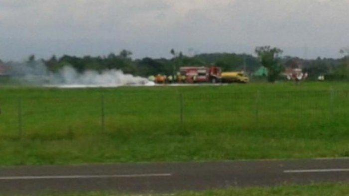 Pesawat Latih Jatuh lalu Terbakar di Bandara Blimbingsari Banyuwangi