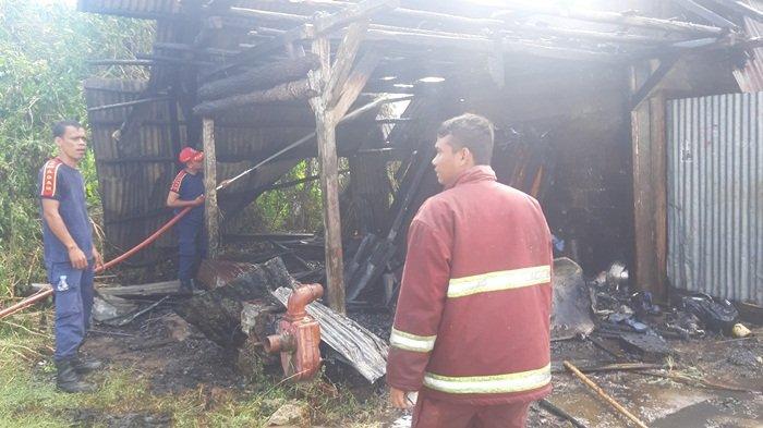 Gudang Barang Bekas di Jalan Abadi Terbakar