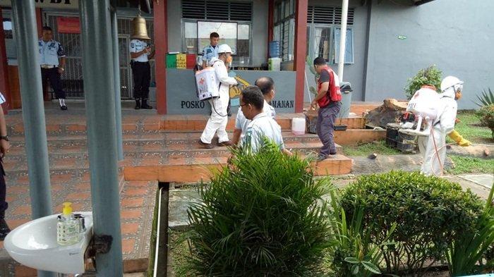 Area Lapas Tanjungpandan Disemprot Disinfektan Untuk Mencegah Covid-19