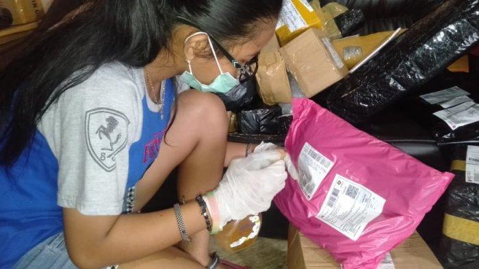 Masyarakat Sering Belanja Online karena WFH, Paket Kiriman ke Manggar Menumpuk