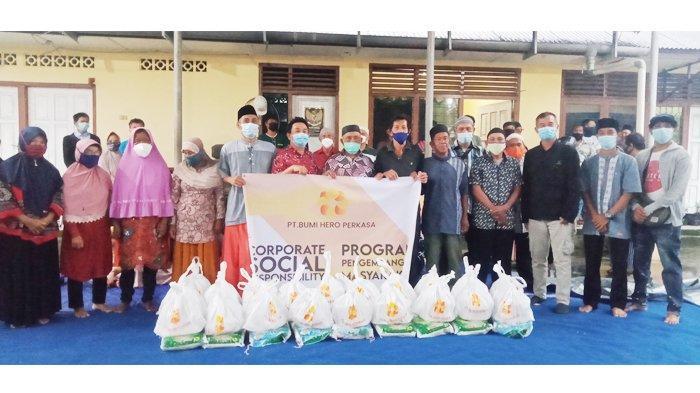 Tiga Perusahaan di Belitung Timur Salurkan Ribuan Paket Kebutuhan Pokok, Bupati Berterima Kasih