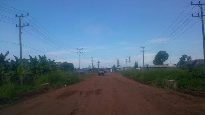 Jalan Menuju PLTU Air Anyir Dipoles Jelang Kedatangan Presiden Jokowi