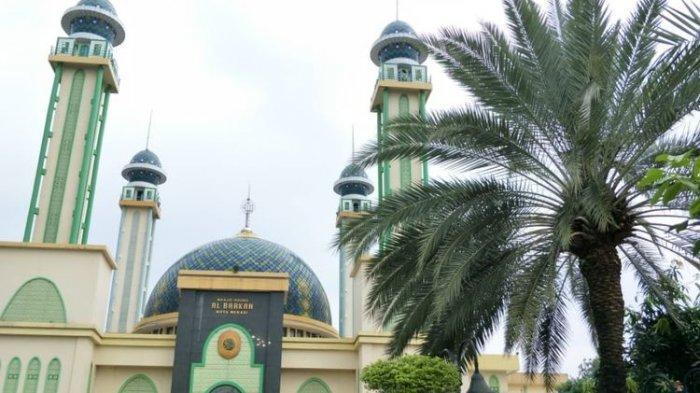 Mirip Suasana Timur Tengah, Pohon Kurma di Masjid Al Barkah Bekasi Berbuah Tiap Ramadan