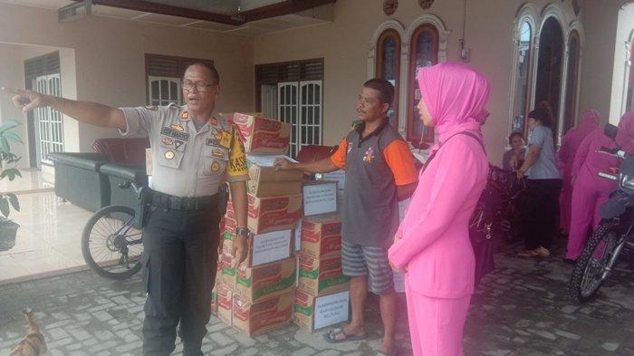 Polres Belitung dan Bhayangkari Bagikan Bantuan Logistik untuk Korban Banjir