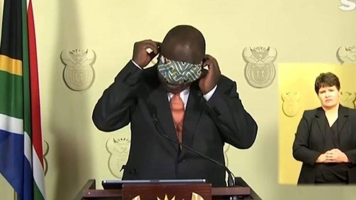 Viral Video Presiden Afrika Selatan Ramaphosa Tertawakan Diri Sendiri karena Kesulitan Pakai Masker