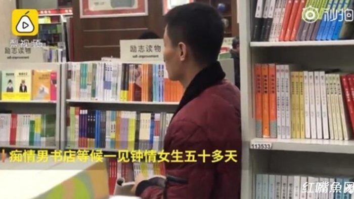10 Detik yang Berharga, Pria ini Keluar dari Pekerjaannya Demi Menanti Gadis Impiannya di Toko Buku