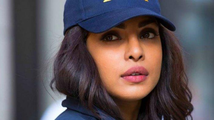 Video Bagian Intim Priyanka Chopra Nyembul Saat Lakoni Adegan Ini