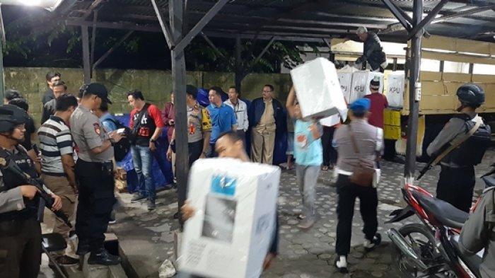 PPK Selat Nasik dan Badau Kembalikan Logistik Pada KPU Kabupaten Belitung