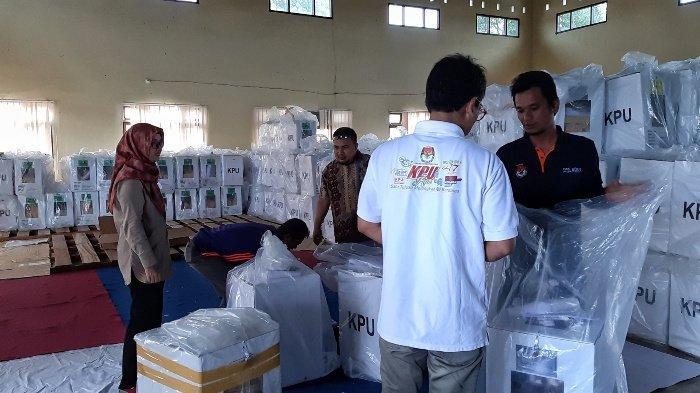 KPU Belitung timur Distribusikan Logistik PSU
