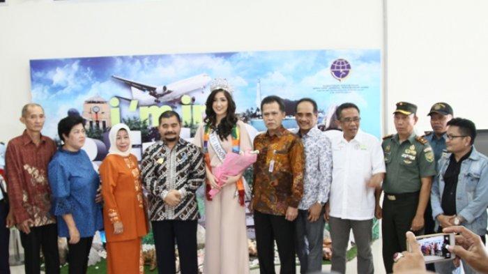 Makan Tanggong 1.000 Dulang,Pjs Bupati Sahirman: Jaga Budaya Adat Belitong - puteri-indonesia-2018-sonia-fergina-citra-tiba-di-bandara_20180409_101131.jpg