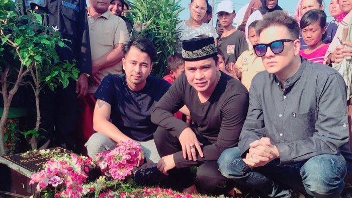 Raffi Ahmad Ziarah ke Makam Olga Syahputra Netter Sebut Ziarah Aja Mau Masuk Tv