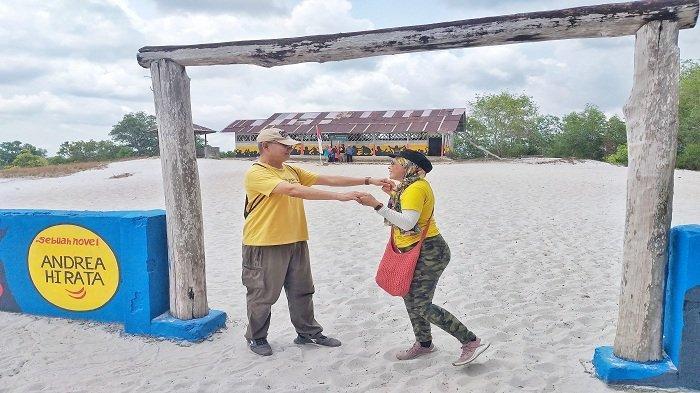 Rayakan Anniversary Pernikahan ke-29 Tahun, Turis Malaysia Ini Pilih Liburan ke Belitung