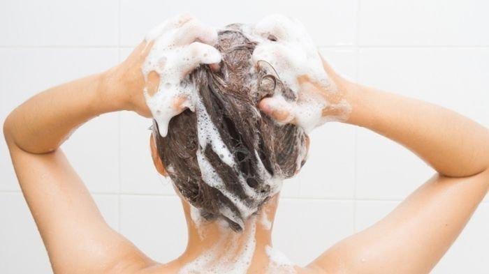 Coba Keramas Pakai Shampo Dicampur Garam! Jangan Kaget Lihat Rambut Seperti Baru Pulang dari Salon!