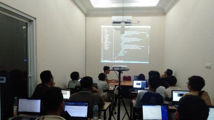 Profesi Coding di Indonesia Masih Minim, Karier Menjanjikan Gajinya Fantastis
