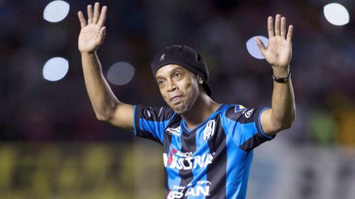 Menganggur Sejak 2015, Ronaldinho Siap Merumput Lagi