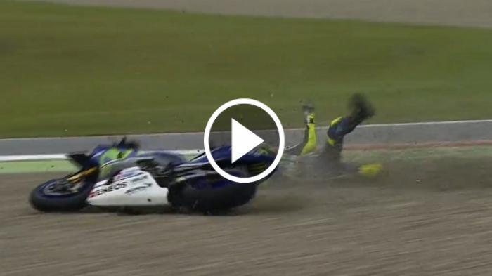 (Video) Detik-detik Valentino Rossi Terjatuh di Assen, Padahal Sedang Memimpin Balapan