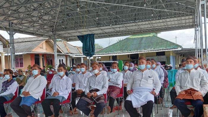 Kenakan Busana Adat Melayu, Wali Kota Pangkalpinang Puji Pelantikan Ketua RT/RW di Tuatunu Indah