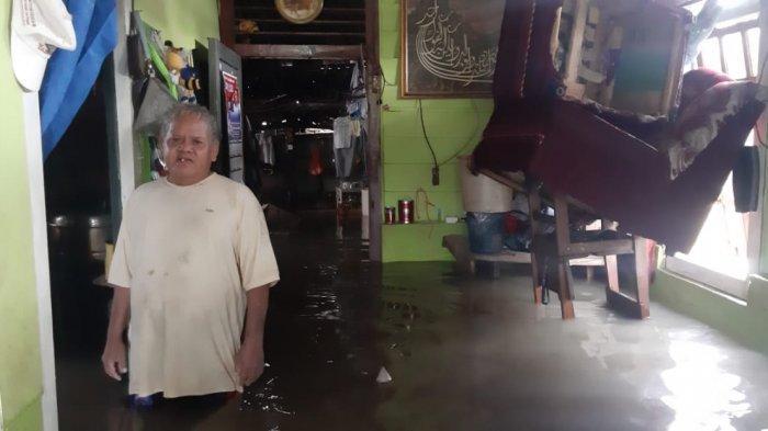 FOTO-foto Banjir Melanda Kampung Amau Belitung - rumah-warga-direndam-banjir.jpg