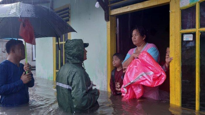 FOTO-foto Banjir Melanda Kampung Amau Belitung - rumah-warga-yang-terkena-banjir.jpg
