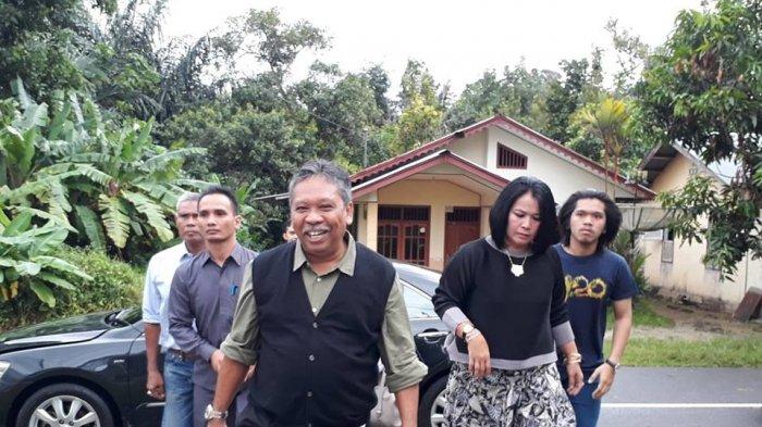 Mencoblos di Belitung, Rustam Pantau Penghitungan Suara di Bangka