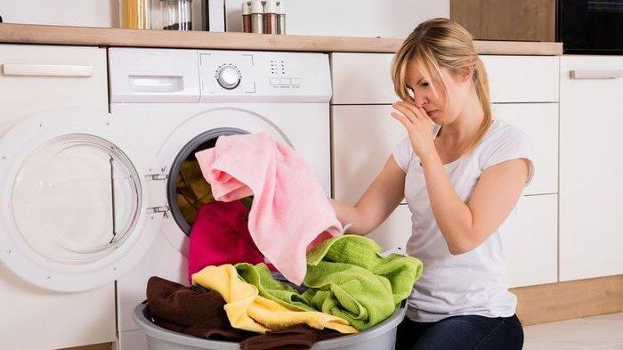 Tips Menghilangkan Bau Keringat pada Pakaian, Sabun Cuci Piring Bisa Jadi Solusinya!