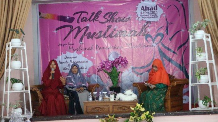 Salimah Lakukan Talk Show Peringati Hari Ibu