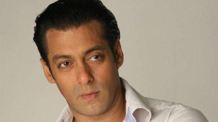 Salman Khan Bagikan Bingkisan untuk 5.000 Keluarga