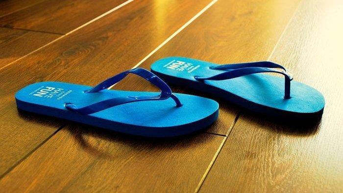Ini 5 Bahaya Menggunakan Sandal Jepit dalam Waktu yang Lama