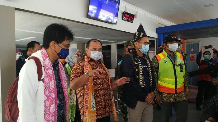 Tiba di Belitung, Menparekraf Sandiaga Uno Sarapan Nasi Gemuk di Kawasan KV Senang